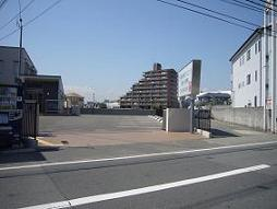 駐車場12台 (身障者用Pあり)